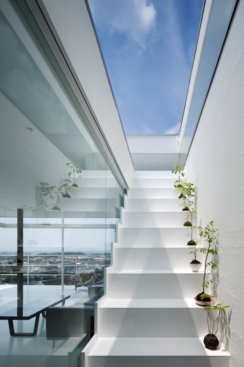 9 Examples Of Interiors With White Stairs