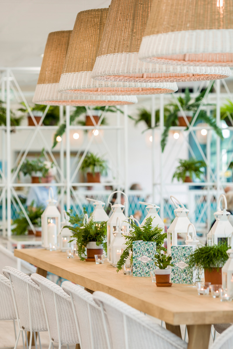 Kiwi pom design a garden themed restaurant contemporist for Tropical themed kitchen