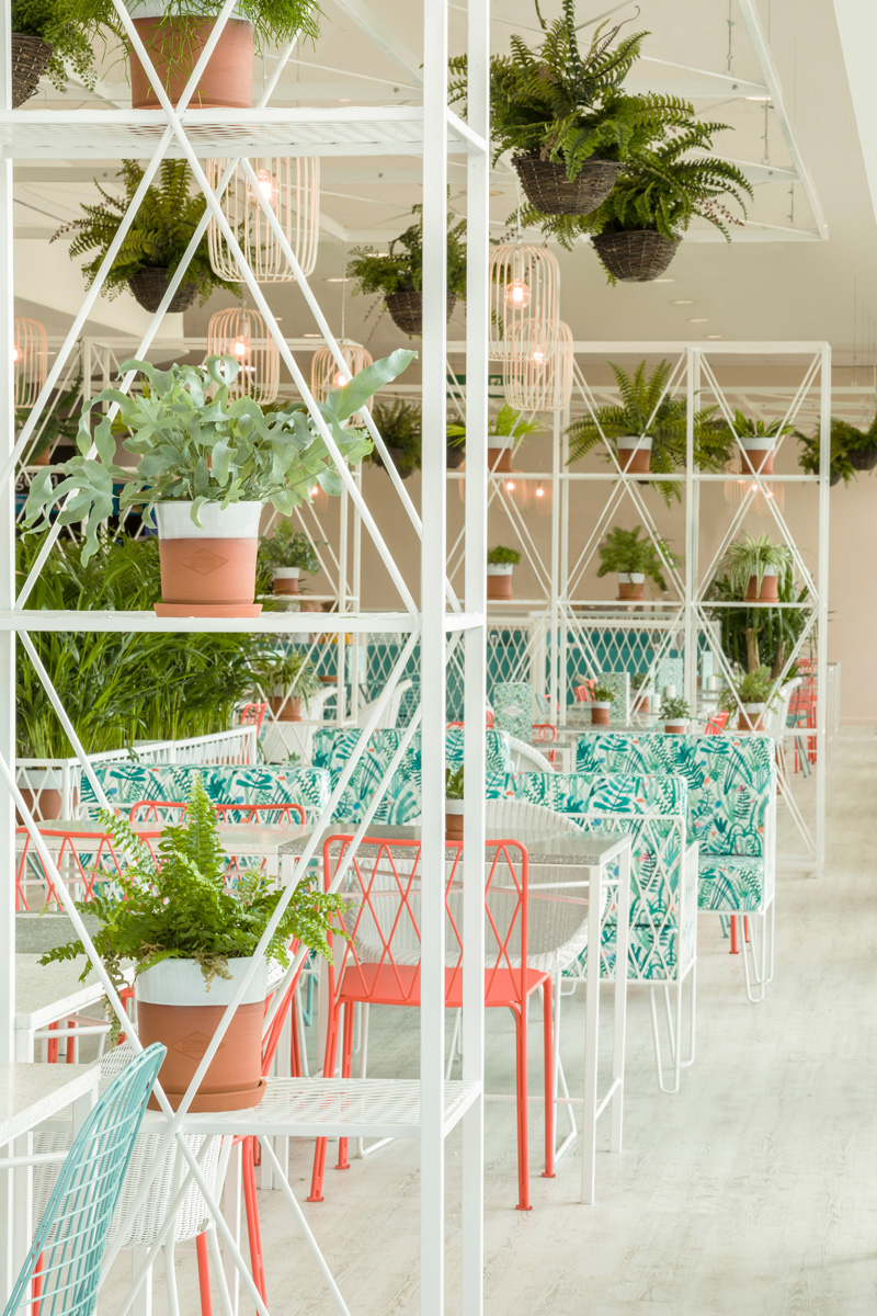 Kiwi pom design a garden themed restaurant contemporist for Cafe du jardin restaurant covent garden