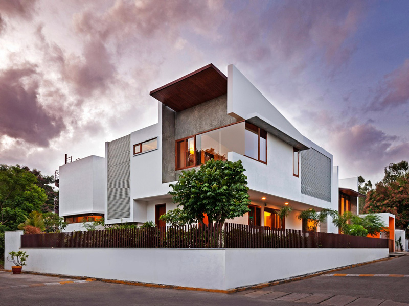 This L Shaped Home S Double Height Living Room Opens To The Garden