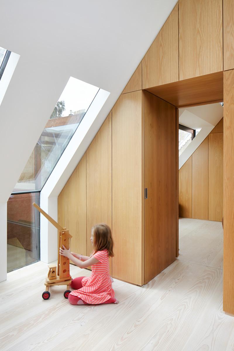 Kew House by Piercy & Co