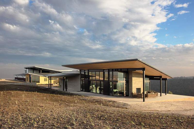 Винзавод из контейнеров от BAR Architects. США, Калифорния