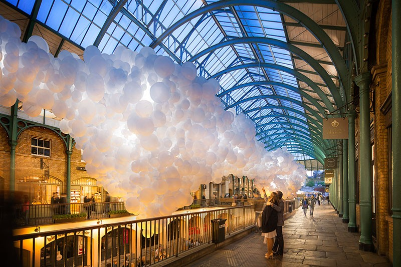 100,000 Giant Balloons To Pulsate White Light In Covent Garden