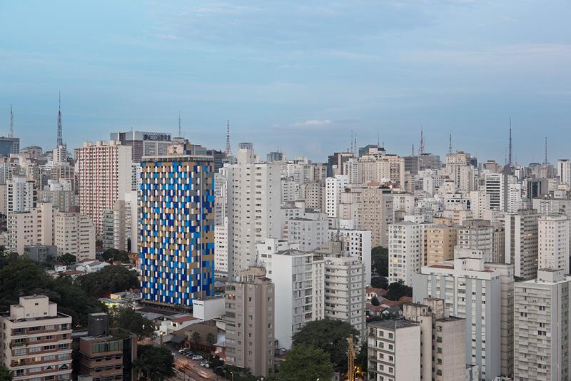 معماری هتل با نمای پوسته ای هوشمند