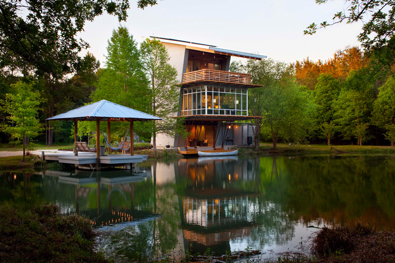 Holly smith architects design a home overlooking a pond for House plans louisiana architects