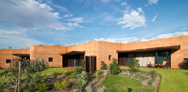 Luigi Rosselli Designs 12 Homes Behind A Large Rammed