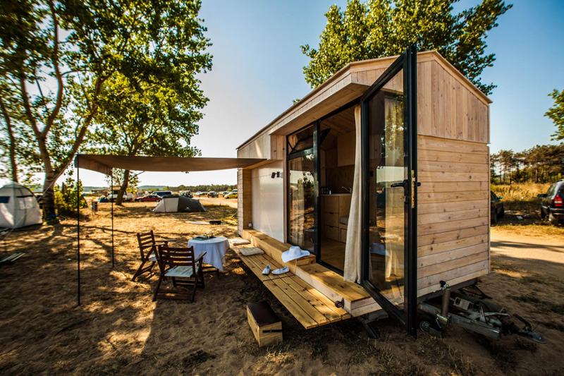 this designer made her own tiny vacation home on wheels | contemporist