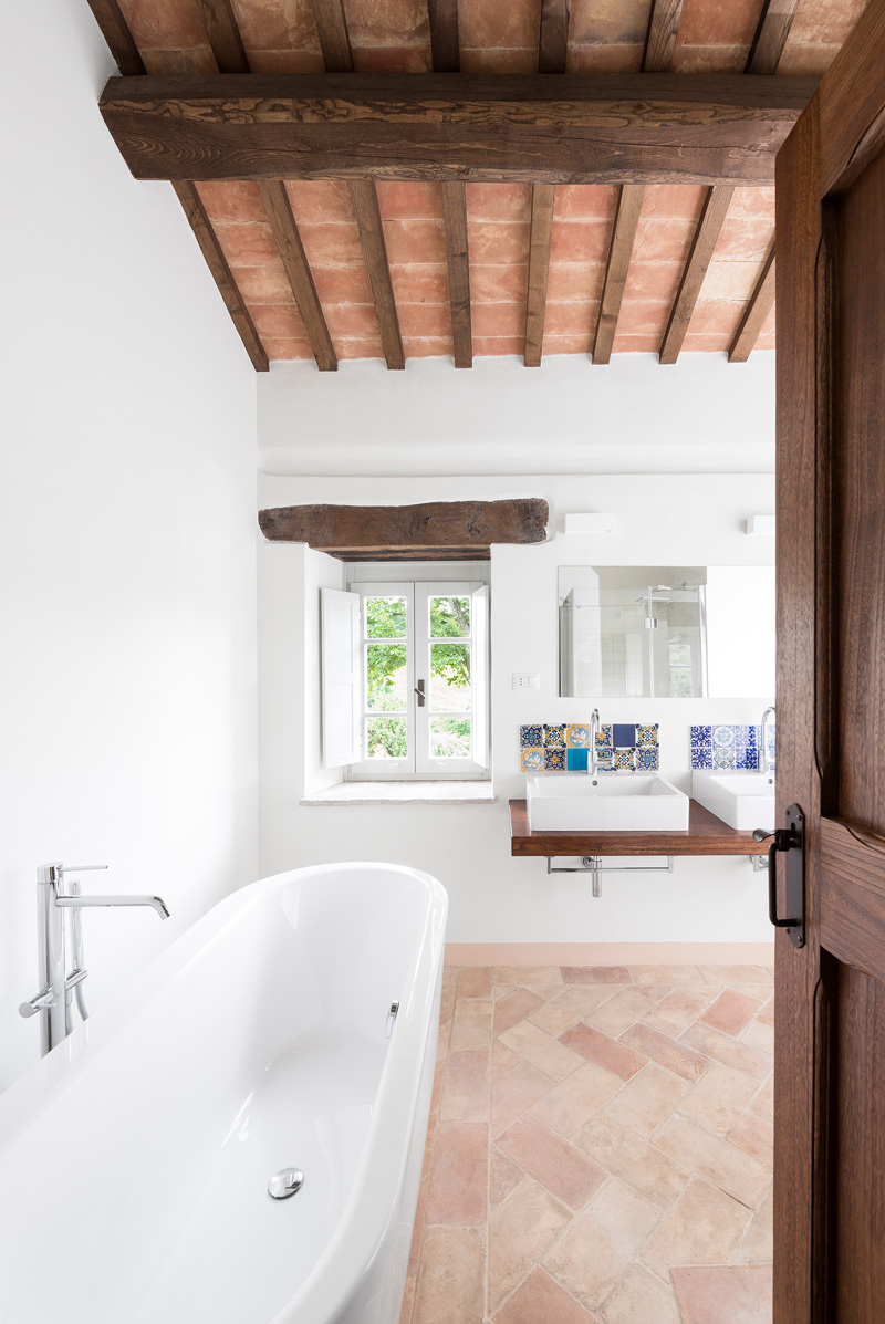 An Old Building In Tuscany Gets A Contemporary Interior