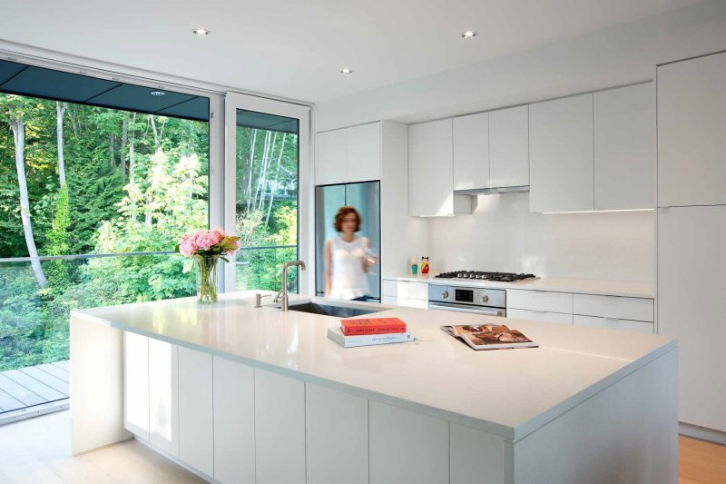 13 examples of bright white contemporary kitchens for Kitchen design examples
