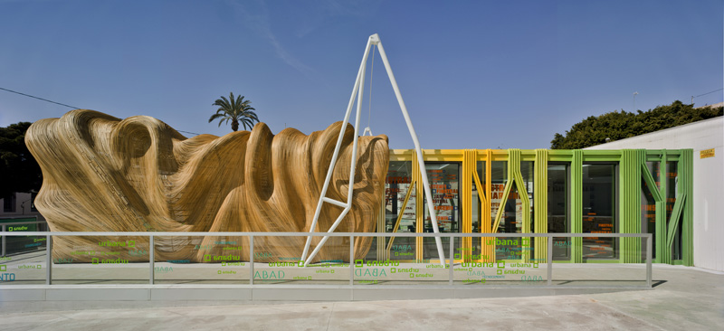A sculptural wood entrance greets you at this restaurant and bar in spain contemporist - Estudios arquitectura alicante ...