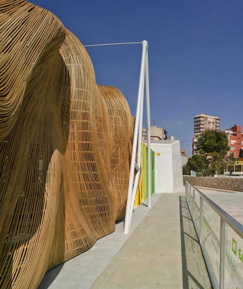 A sculptural wood entrance greets you at this restaurant - Estudio arquitectura bilbao ...