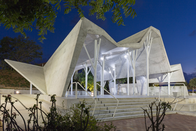 Open-Sided Gathering Shelter By Ron Shenkin studio for architecture & design