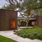 A Home In The Midst Of Mature Oak Trees For A Family In Texas