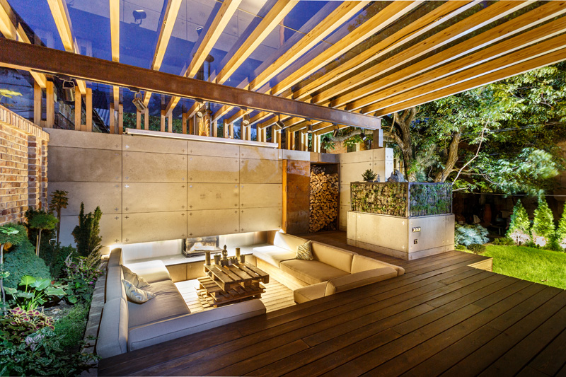 This Outdoor Lounge Area Is Like An Oasis In The City