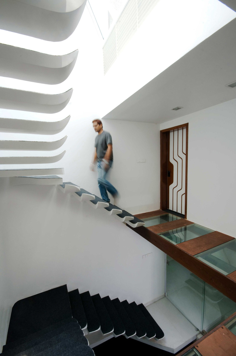 12 Excellent Examples Of Stairs Without Railings