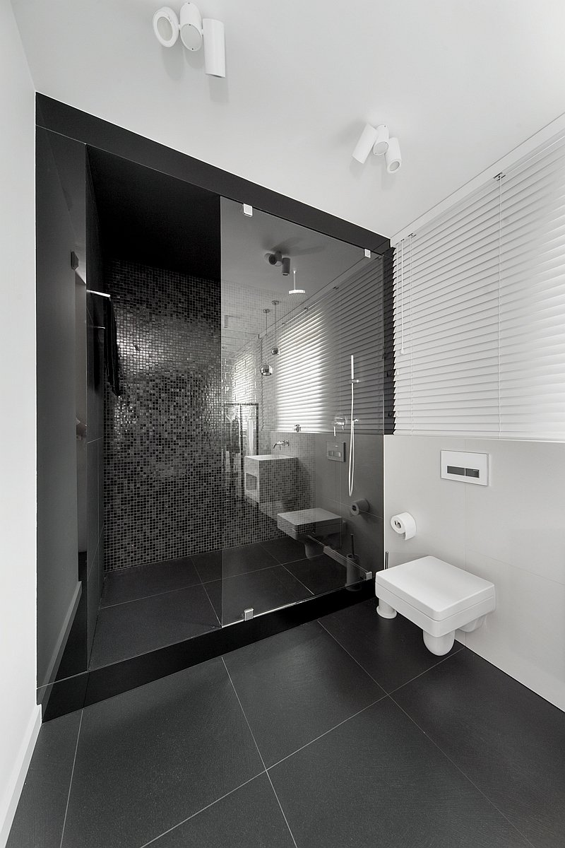 9 Black And White Bathrooms