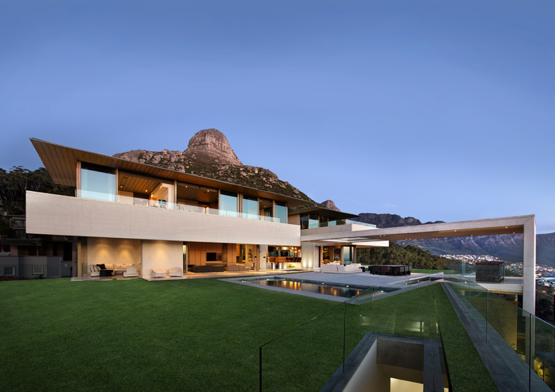 SAOTA design a clifftop home with 360 degree mountain and sea views