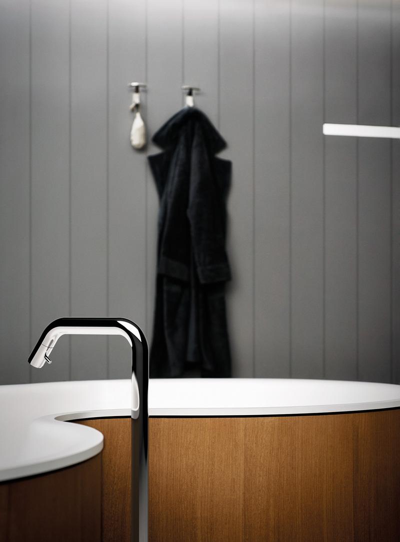 A curvy bathtub by Studio mk27 for Agape
