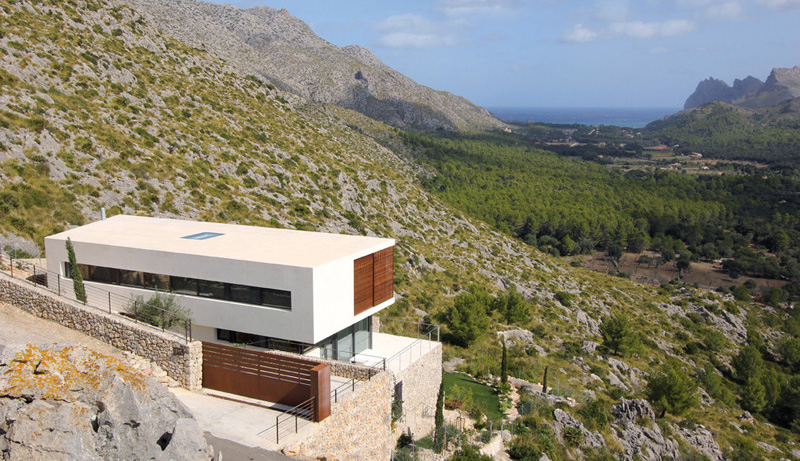 9 Houses That Have Made A Hillside Their Home