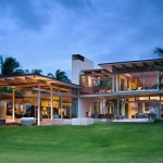 This new house in Hawaii is designed to take advantage of the cool sea breezes