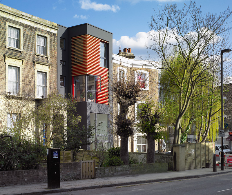 This new house in London was built in the empty space between two homes