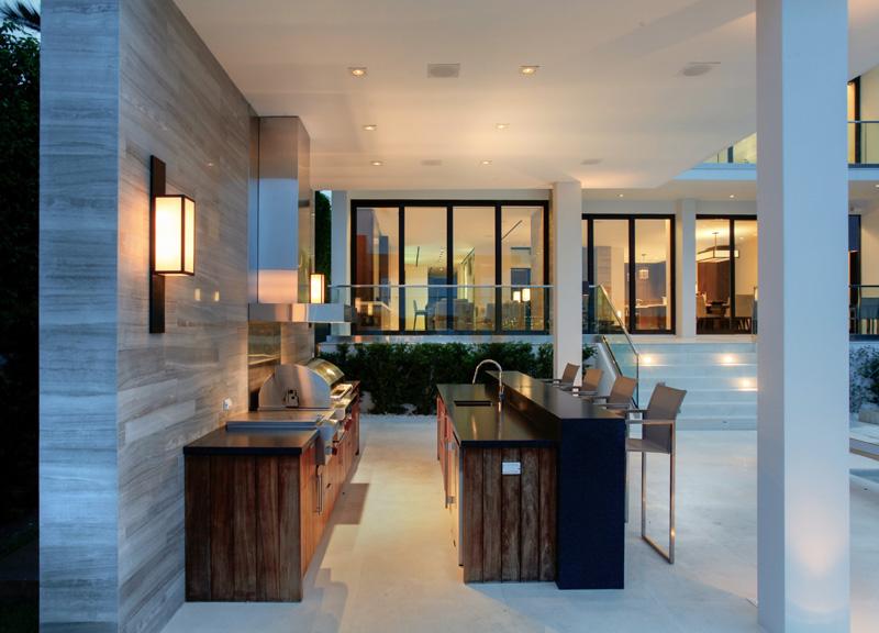 Poolside bar/kitchen by Choeff Levy Fischman Architecture + Design