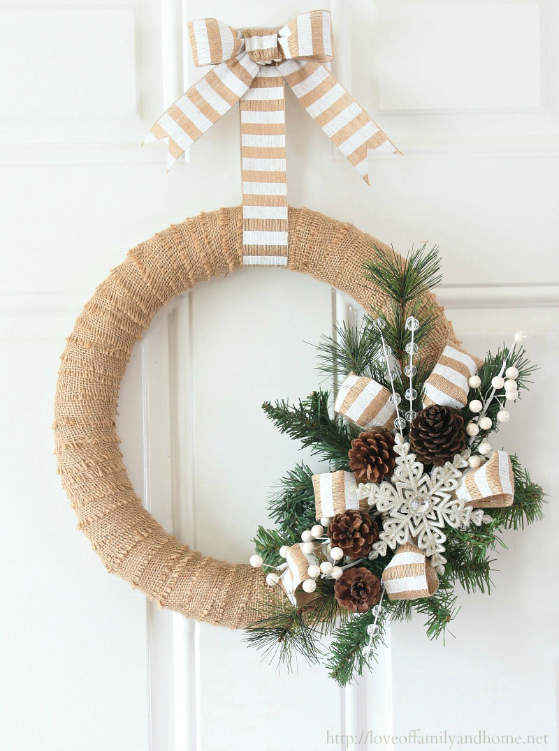 12 Modern Christmas Wreath DIY Ideas // Burlap Christmas Wreath