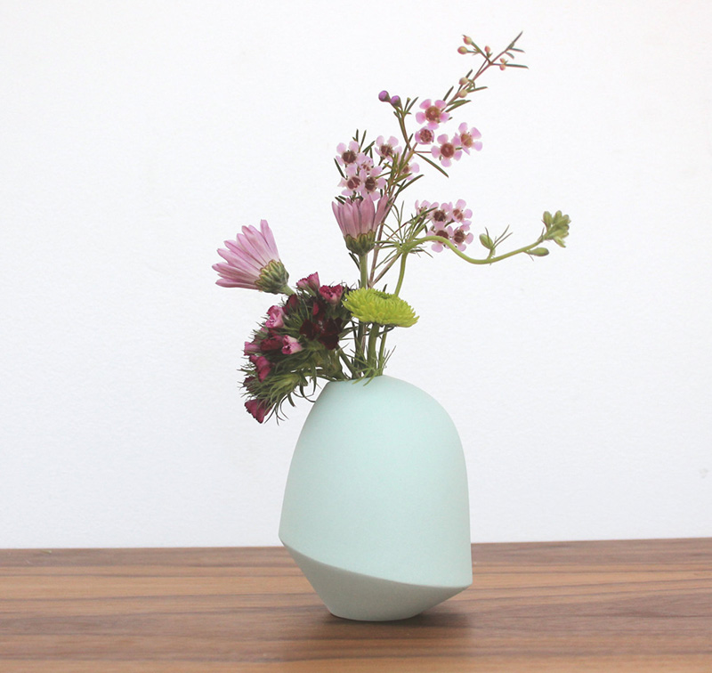 A minimalist and sculptural vase designed by Bean & Bailey adds a soft and delicate pop of color an interior. #Planters #SmallPlanters #Plants #Decor #HomeDecor #GiftIdea