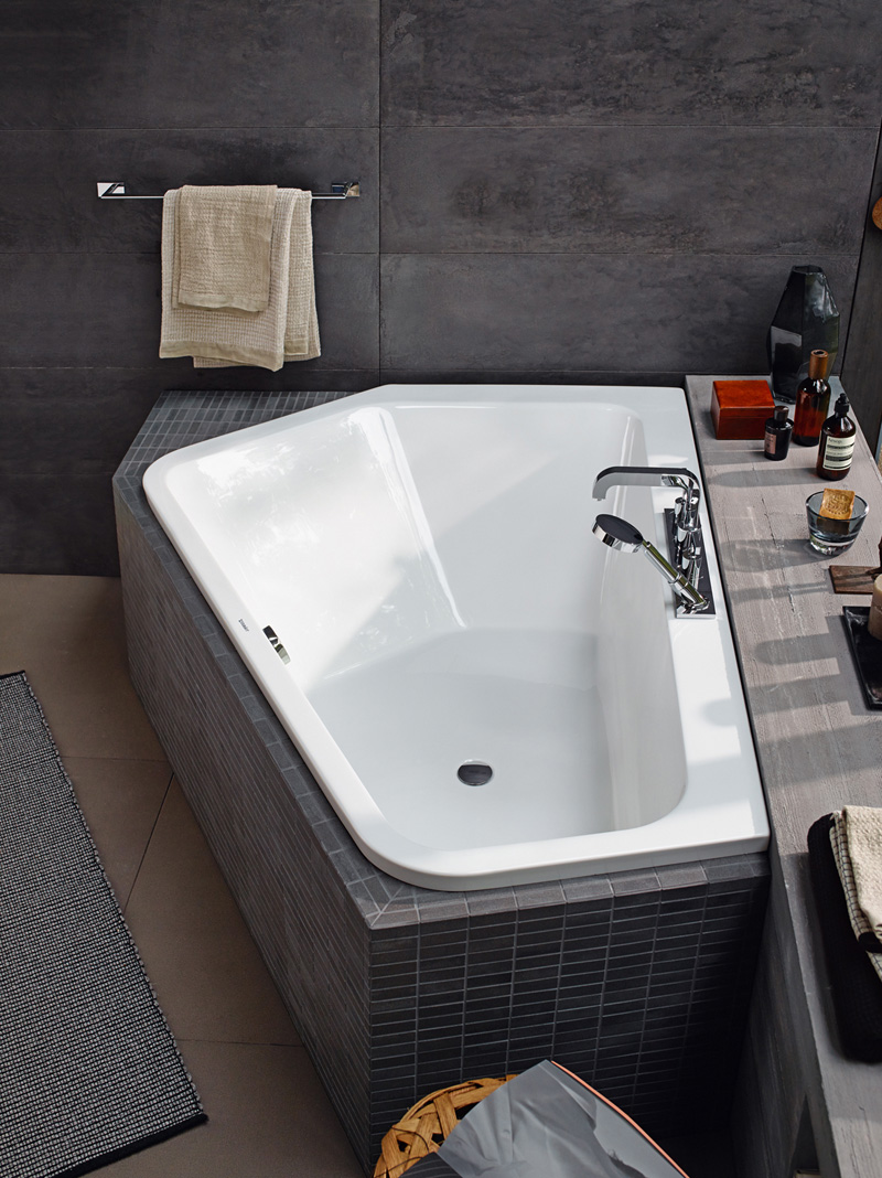 a new bathtub design that is perfect for two people contemporist. Black Bedroom Furniture Sets. Home Design Ideas