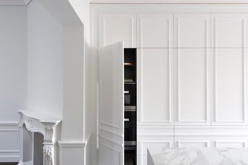 A hidden kitchen with a Parisian feel