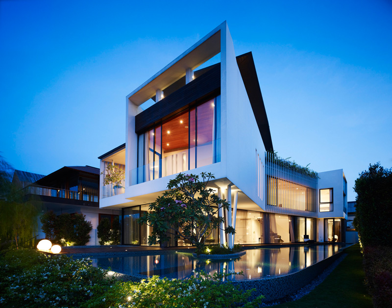 This house was designed to curve like a boomerang, so that all the bedrooms could have views of the waterfront