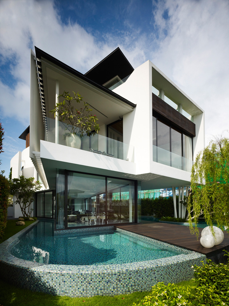 13 Cove Grove by Aamer Architects