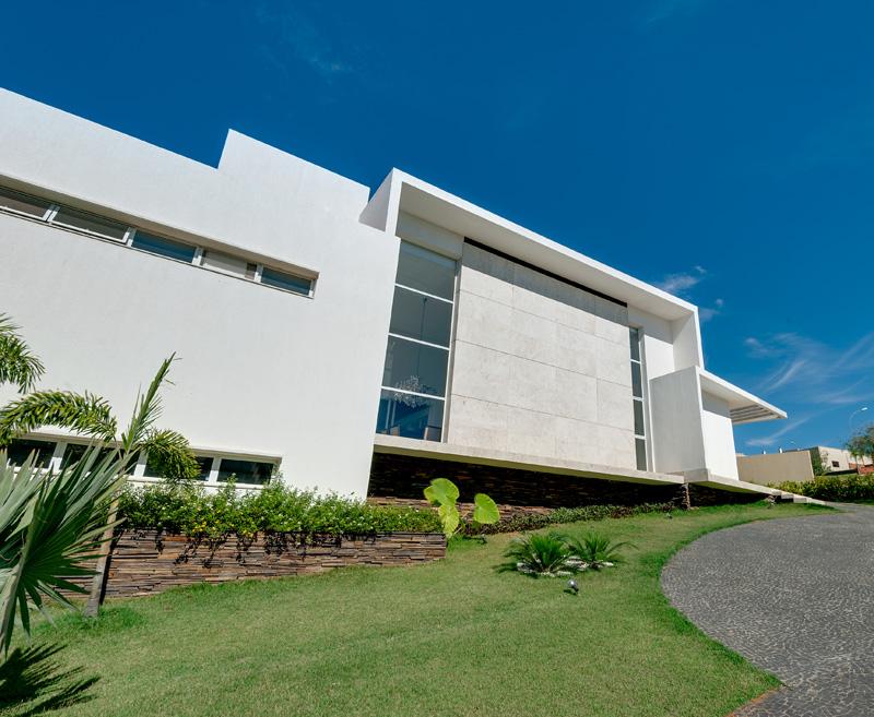 House Araguaia OM by Dayala + Rafael Estúdio de Arquitetura