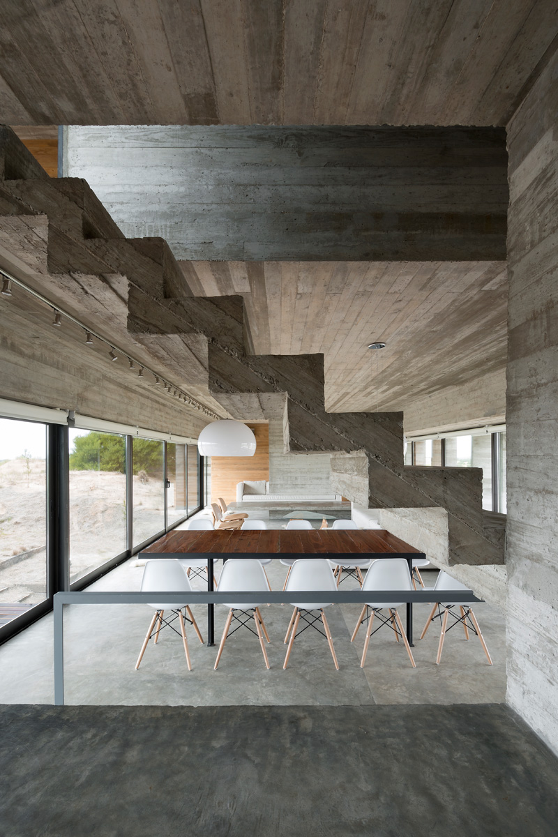 Architect luciano kruk designs a house made of three for Beton decoratif interieur