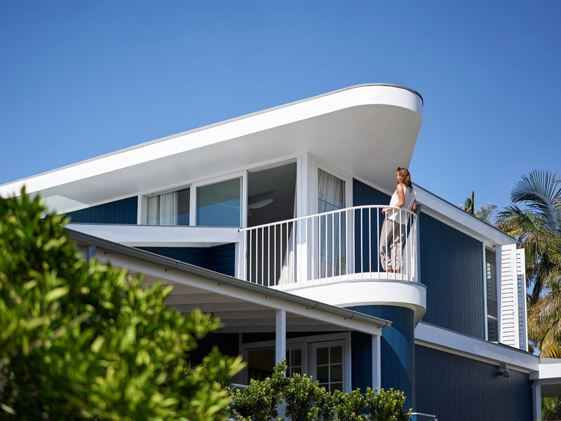 Beach House on Stilts by Luigi Rosselli Architects