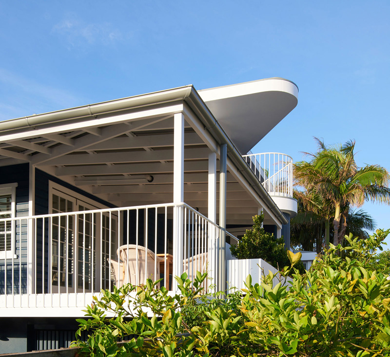 Beach House on Stilts by Luigi Rosselli Architects