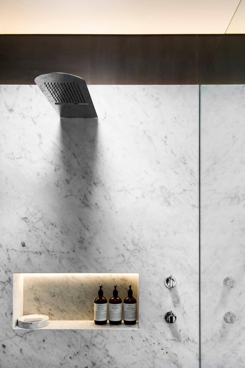 13 Inspirational Photos Of A Monotone Bathroom