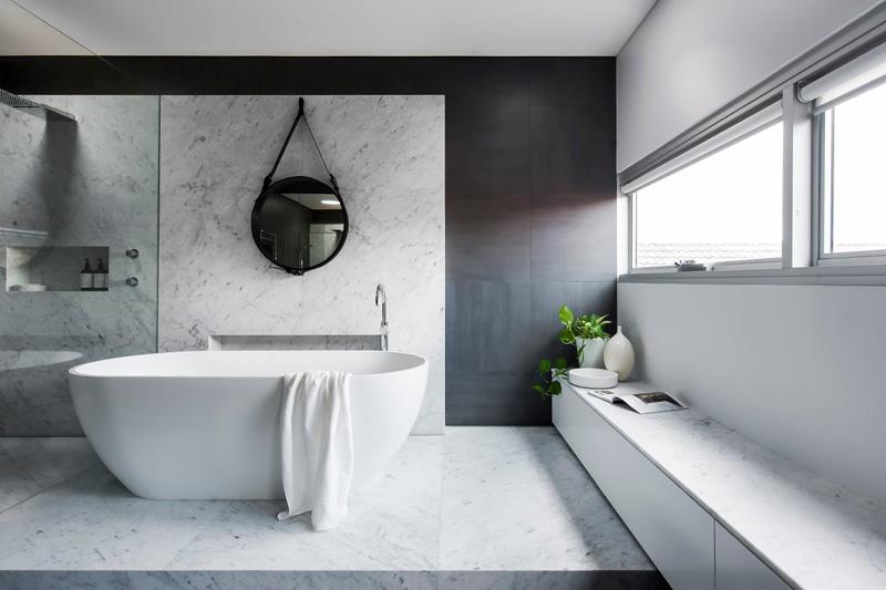 12 Photos Of An Understated Elegant Monochromatic Bathroom