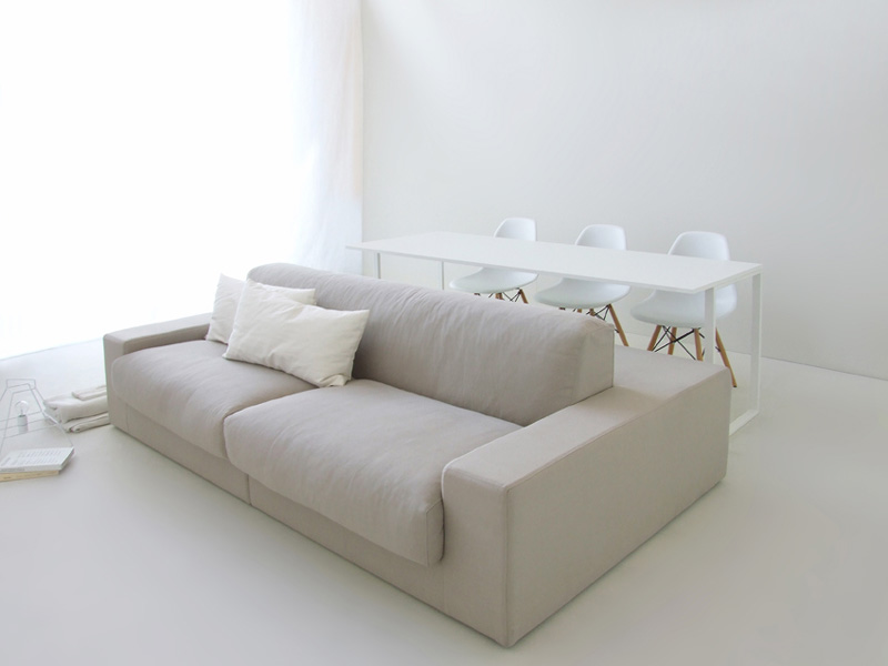 This doublesided sofa is designed for living in small spaces