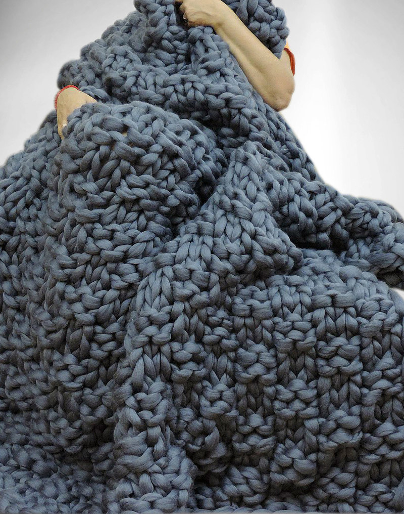 5 Reasons Super Chunky Blankets Are The Must Have Item For Winter