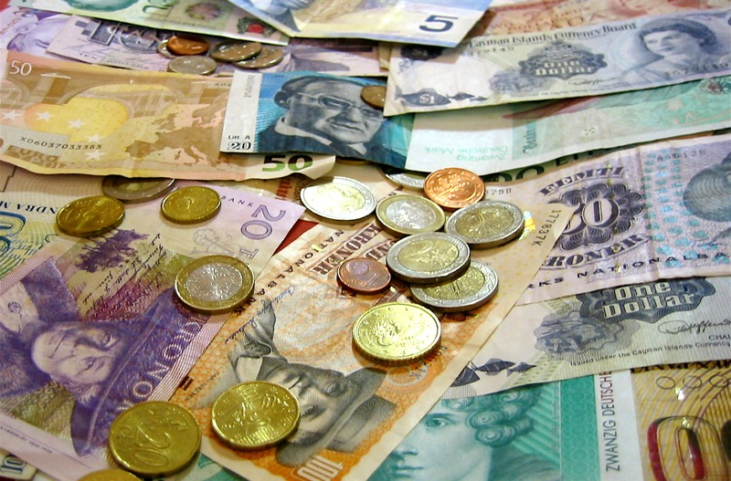 5 Things You Can Do With Your Leftover Currency At the Airport