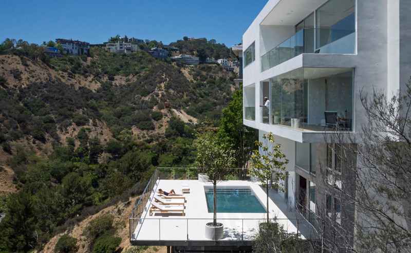 A House Perched On The Hills Overlooking Los Angeles