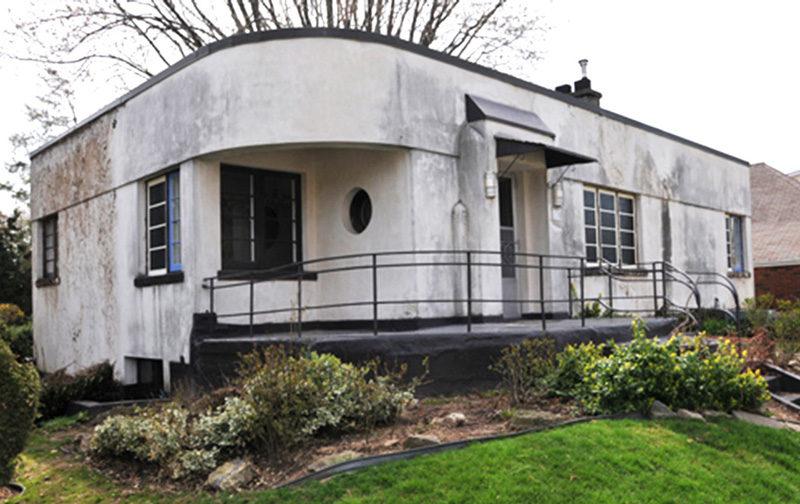 This 1930s Streamline Moderne House Got A Contemporary