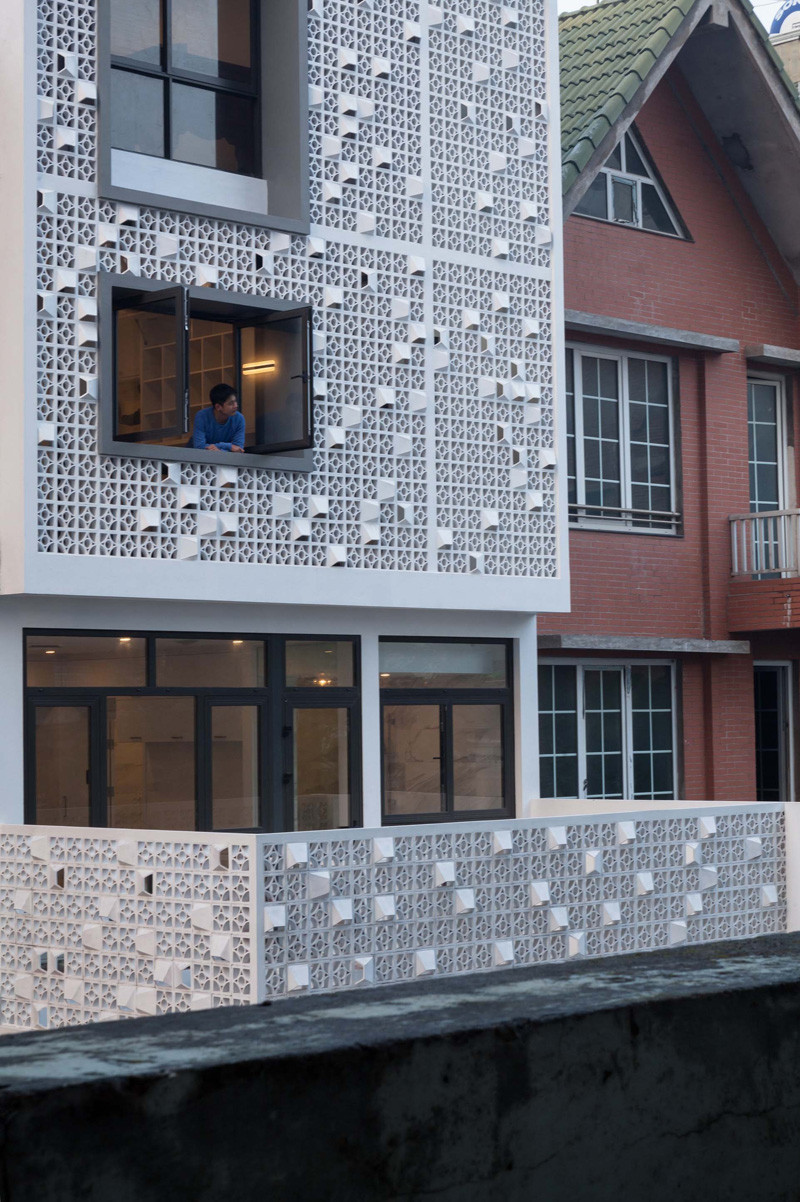 Landmak Architecture renovated a red brick row house in Vietnam, and to stand out from the rest, they surrounded the home with white concrete blocks.  #RowHouse #WhiteConcrete #ConcreteBlocks #Architecture