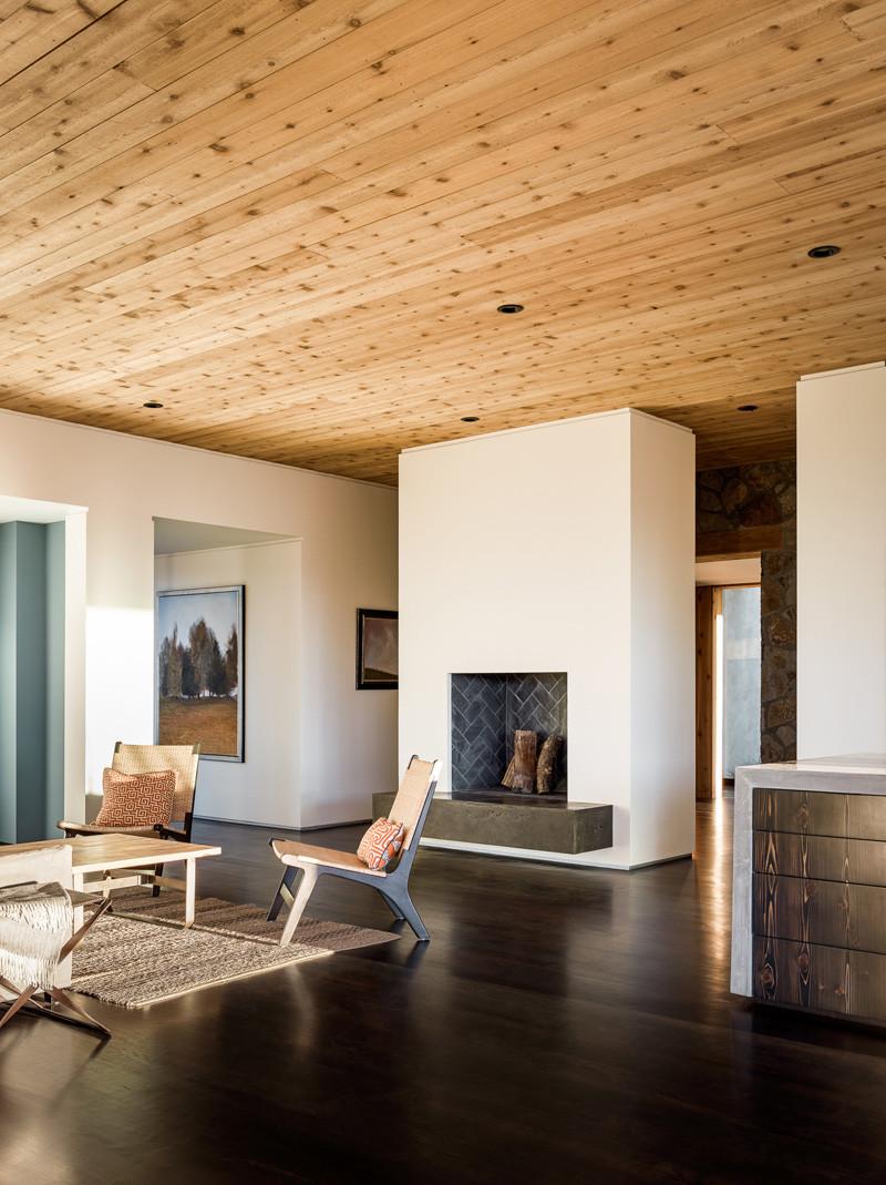 House Set On The Valley Floor by Jørgensen Design