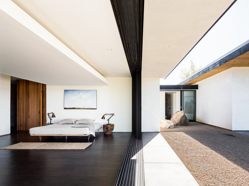 House Set On The Valley Floor by Jørgensen Design