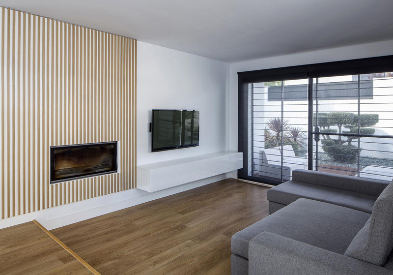 A low-budget idea for a fireplace surround