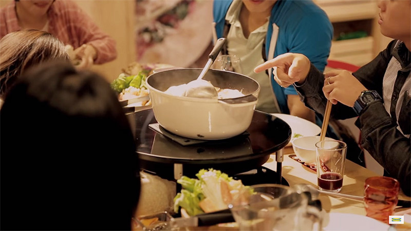 This IKEA Hotplate Table Makes You Put Your Phone Away Before It Will Cook Your Food