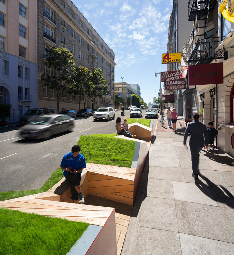 This geometric and grass-covered parklet was designed by Ogrydziak Prillinger Architects in San Francisco, California and a casual resting spot and a place to grab a seat while eating food from one of the restaurants on the street.