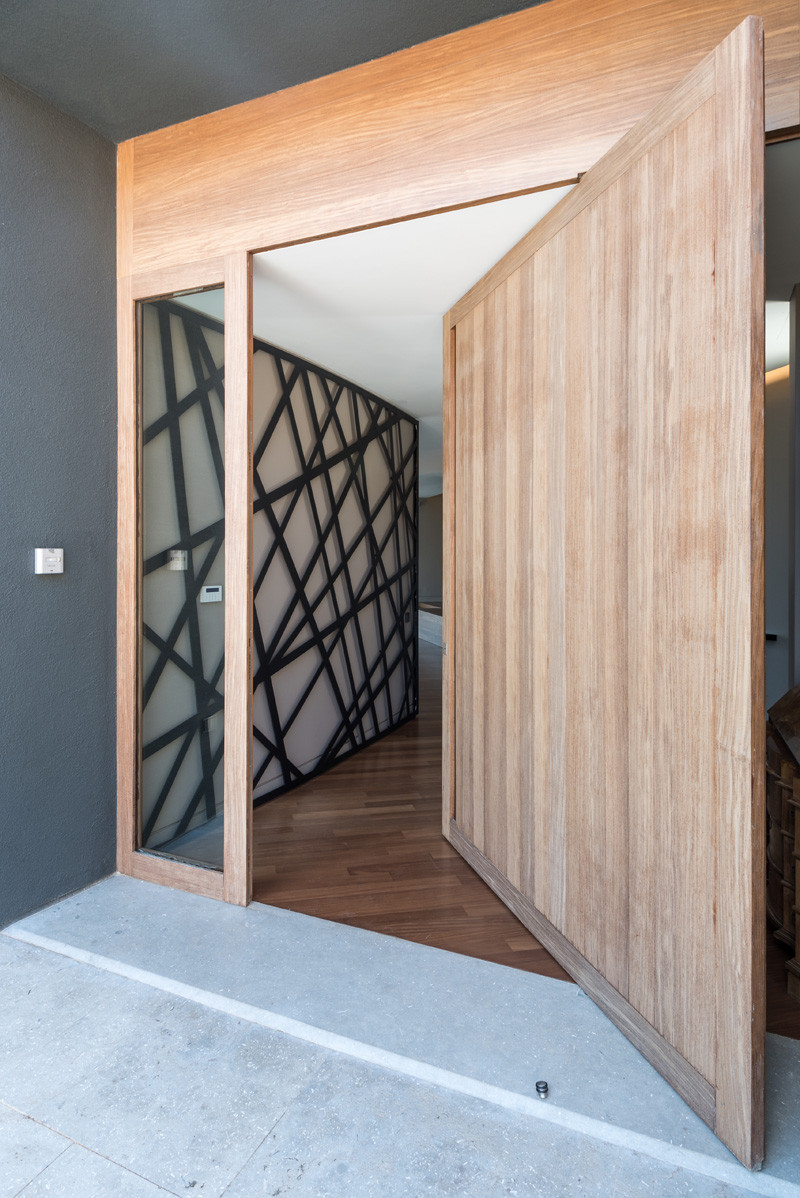 10 Examples Of Pivoting Doors